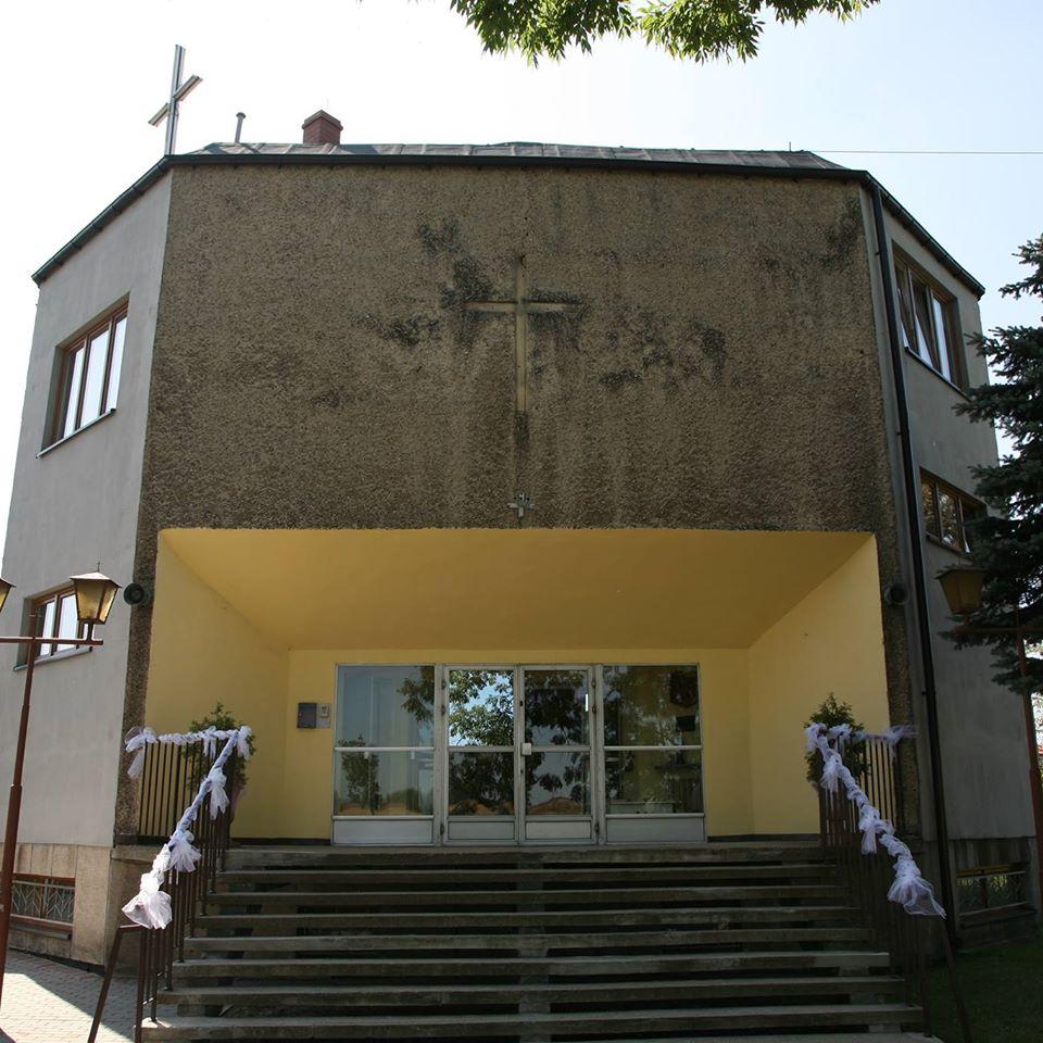 Bańgów  - Kościół pw. Nawiedzenia NMP